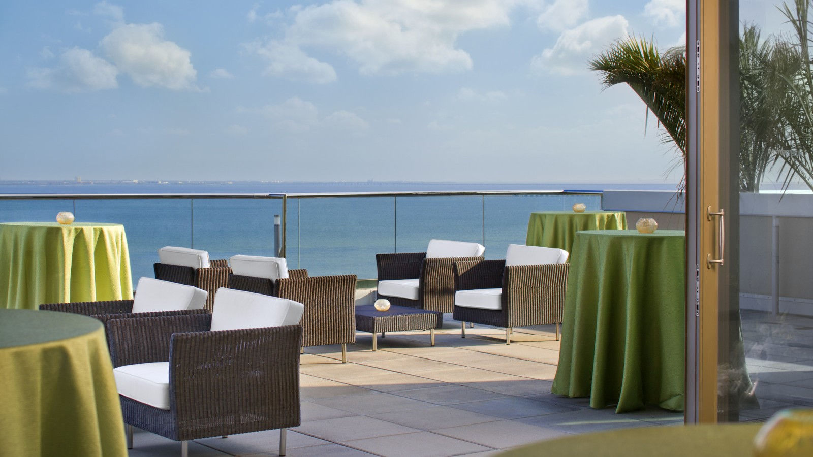 BluVu Rooftop Patio | The Westin Tampa Bay